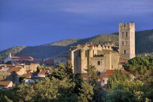 Ille-sur-Têt (Pyrénées-Orientales) Eglise de Saint-Etienne-del-Pédreguet, l'église paroissiale datée du XVIIe siècle. De la taille d'une cathédrale, elle s'impose à la vue dès que l'on observe la ville de loin.